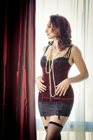 Laura-lee erotic massage and live escorts