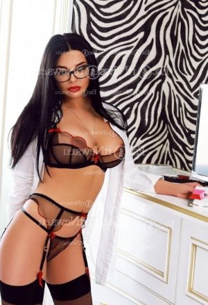Lenna erotic massage in Fort Madison, escort girl