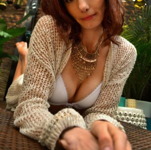 Mayalene erotic massage in Macclenny & escort girl